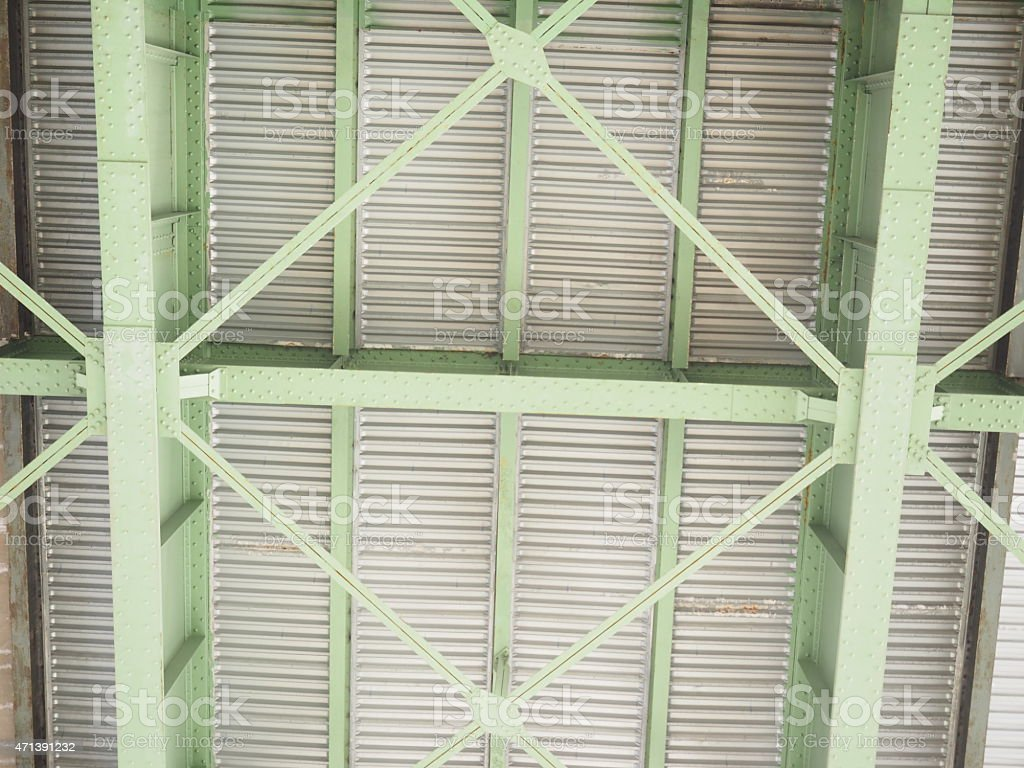Vert des poutres en acier photo libre de droits