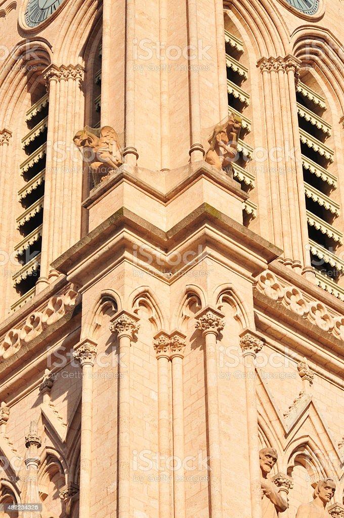 G?rgolas en la fachada de una iglesia muy antigua stock photo