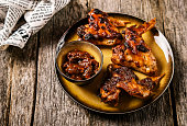 Grilled chicken wings with chutney