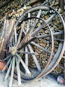 Große Räder aus Holz für Nutzwagen