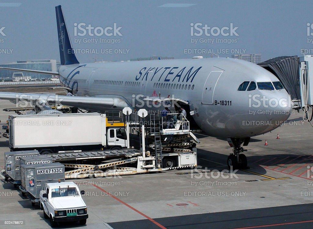 Ground Crew Preparing To Load China Airlines Airplane At Xiamen.Airport.China stock photo