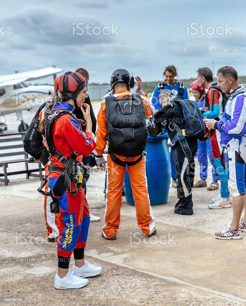 Group of skydivers before jumping. foto royalty-free