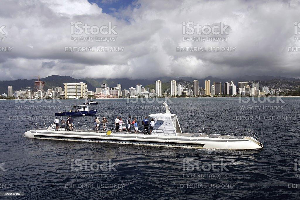 Gruppe von Touristen in den U-Boot Lizenzfreies stock-foto