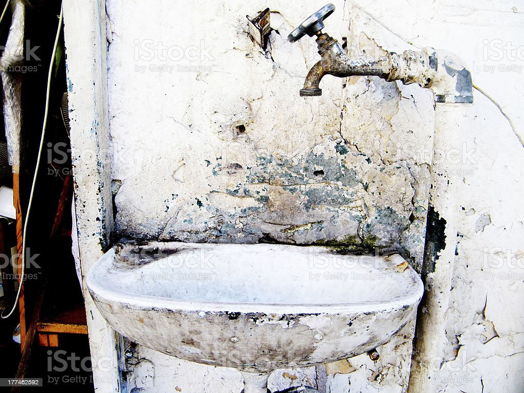 grunge sinck and faucet royalty-free stock photo