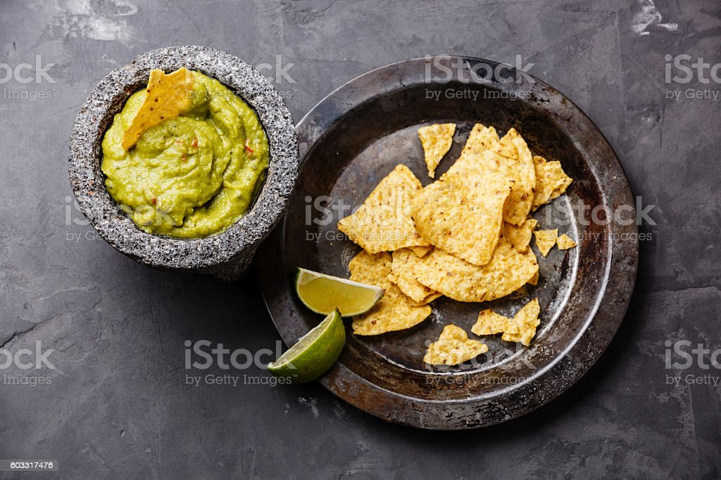 Guacamole with nachos chips – Foto