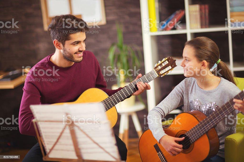 Khi nào thì bé học đàn guitar là tốt nhất