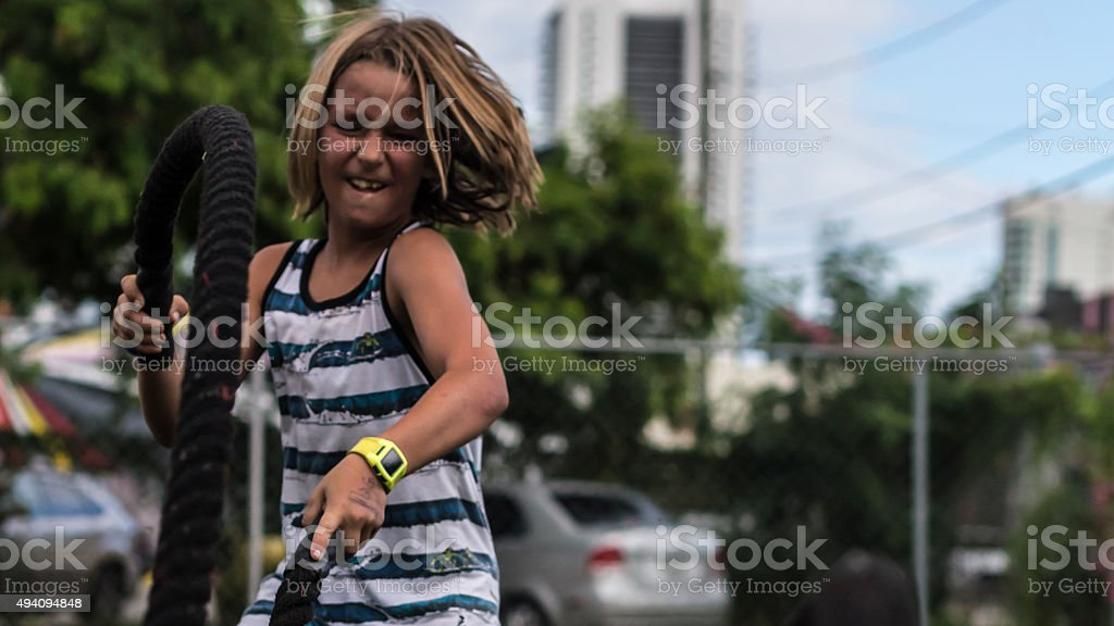 Crossfit bambino combattere corde foto stock royalty-free