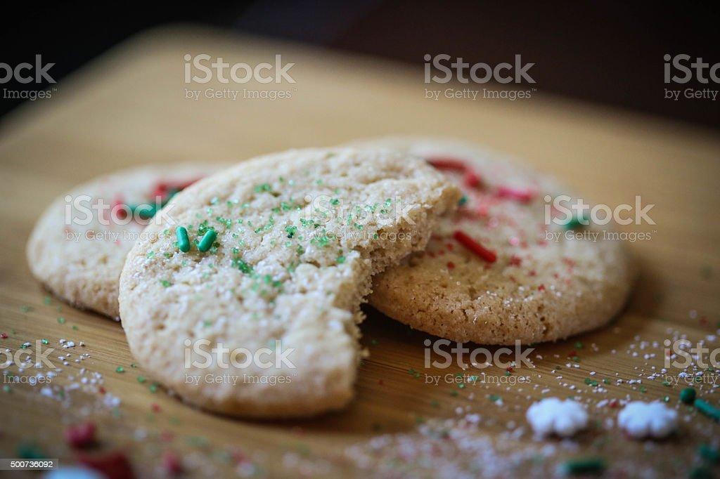 ハーフ食べるクリスマスのクッキー ロイヤリティフリーストックフォト