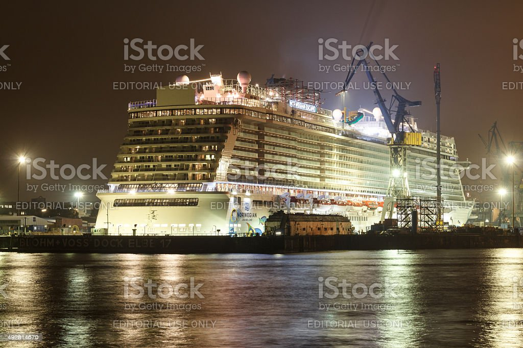 Hamburg, Blohm and Voss: Cruise ship Norwegian Escape at night stock photo