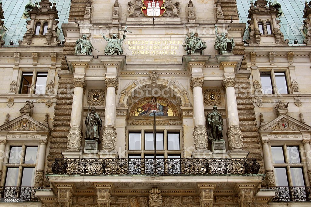 Hamburger Rathaus Fassade mit Balkon royalty-free stock photo