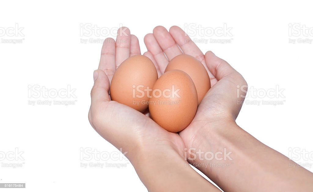 Mano agarrando tres huevos de Pascua día foto de stock libre de derechos