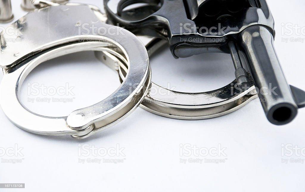 Ręczna broń palna kaliber 44 i policji handcuff zbiór zdjęć royalty-free