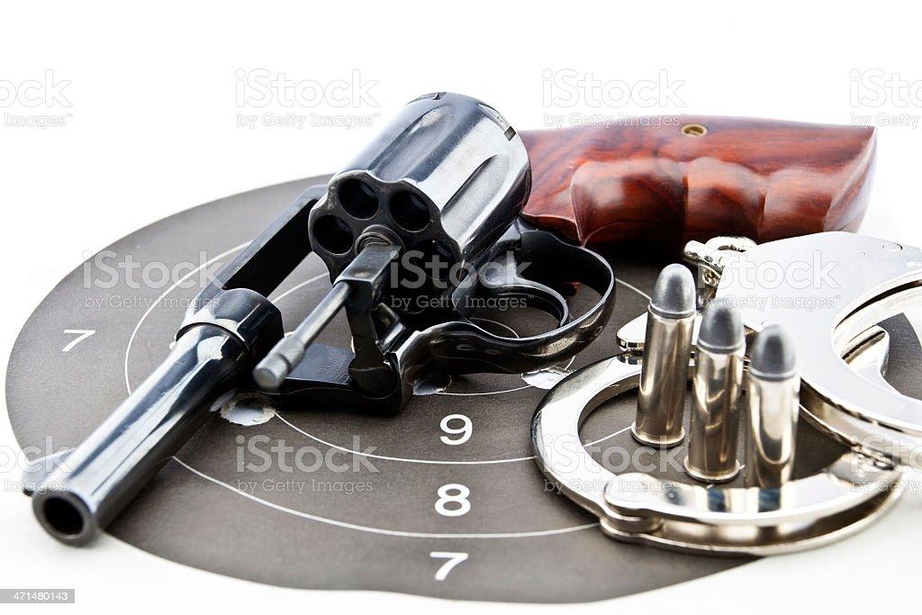 Ręczna broń palna kaliber 44 i policji handcuff z Kule zbiór zdjęć royalty-free