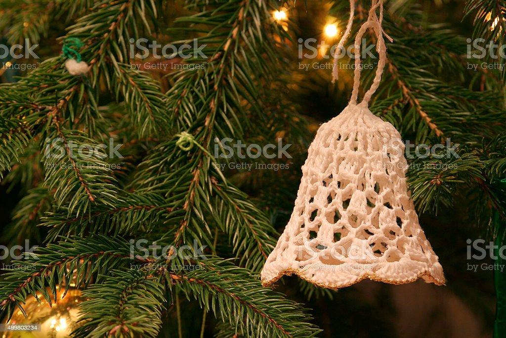 Artesanal crochet bell enfeites de árvore de Natal foto royalty-free
