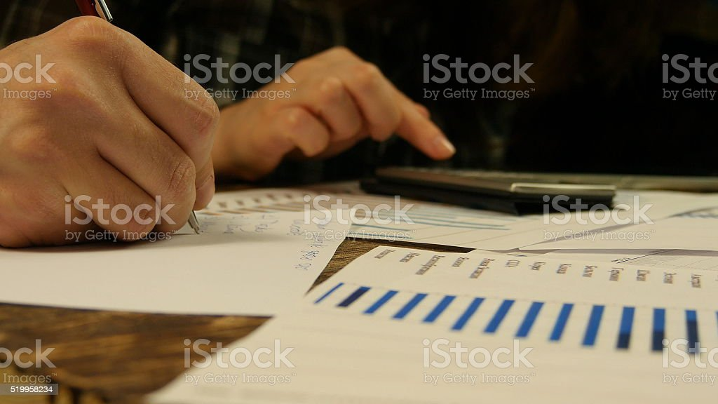 Mano de hombre de negocios y mujer de negocios. foto de stock libre de derechos