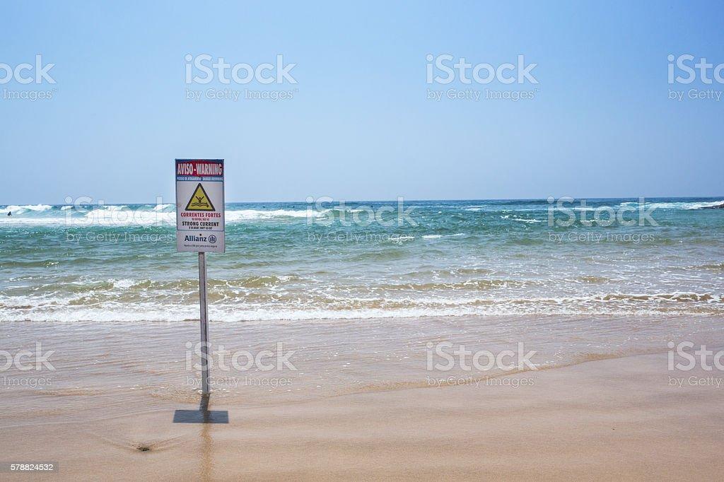 señal de zona de resaca en el mar stock photo