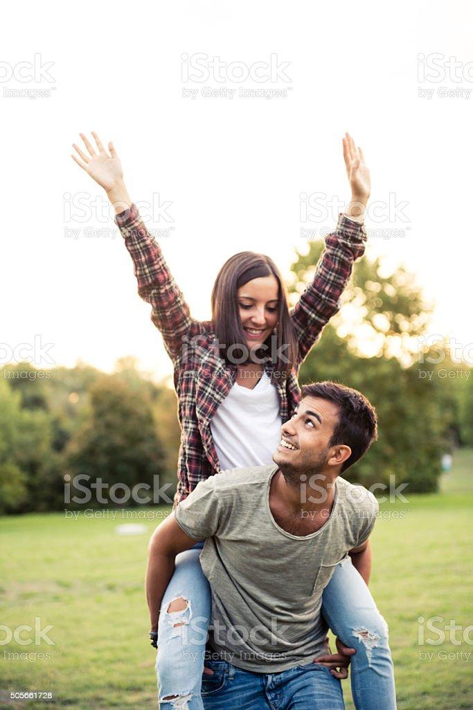 couple heureux en amour stock photo libre de droits 505661728 istock. Black Bedroom Furniture Sets. Home Design Ideas