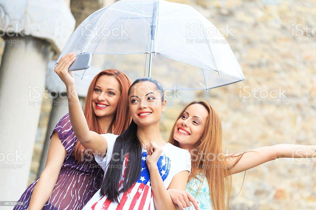 نتیجه تصویری برای HAPPY FRIEND IN RAIN