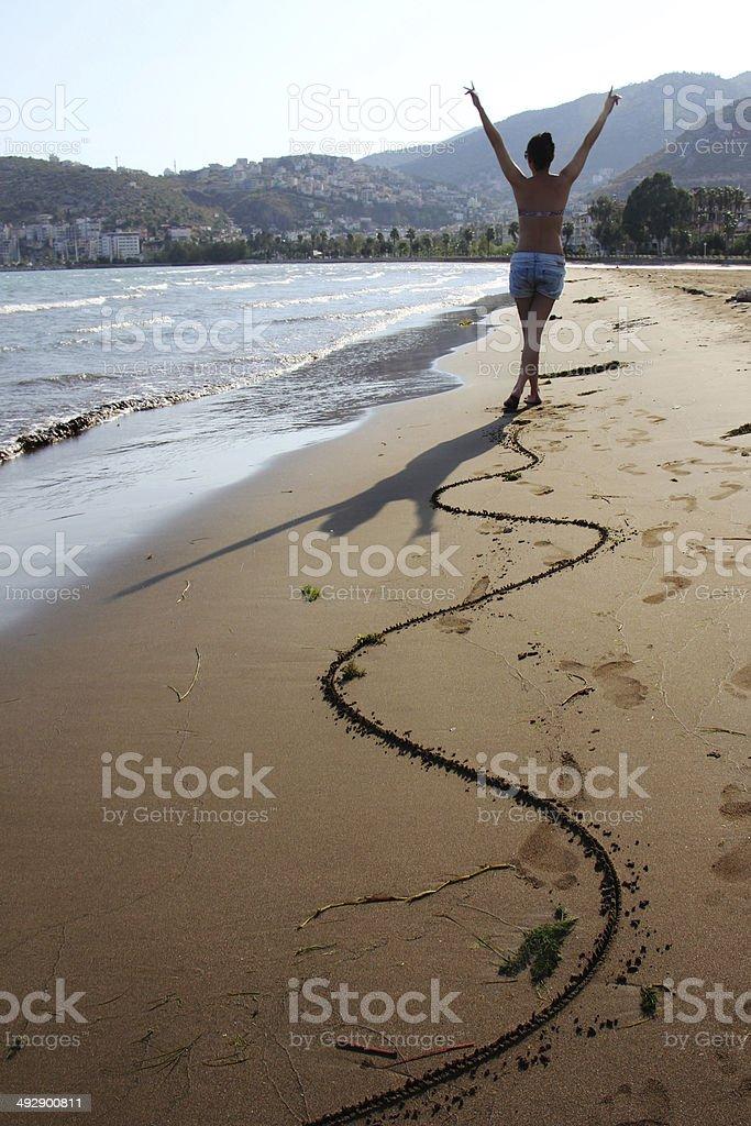 Счастливая Девушка на пляже Стоковые фото Стоковая фотография