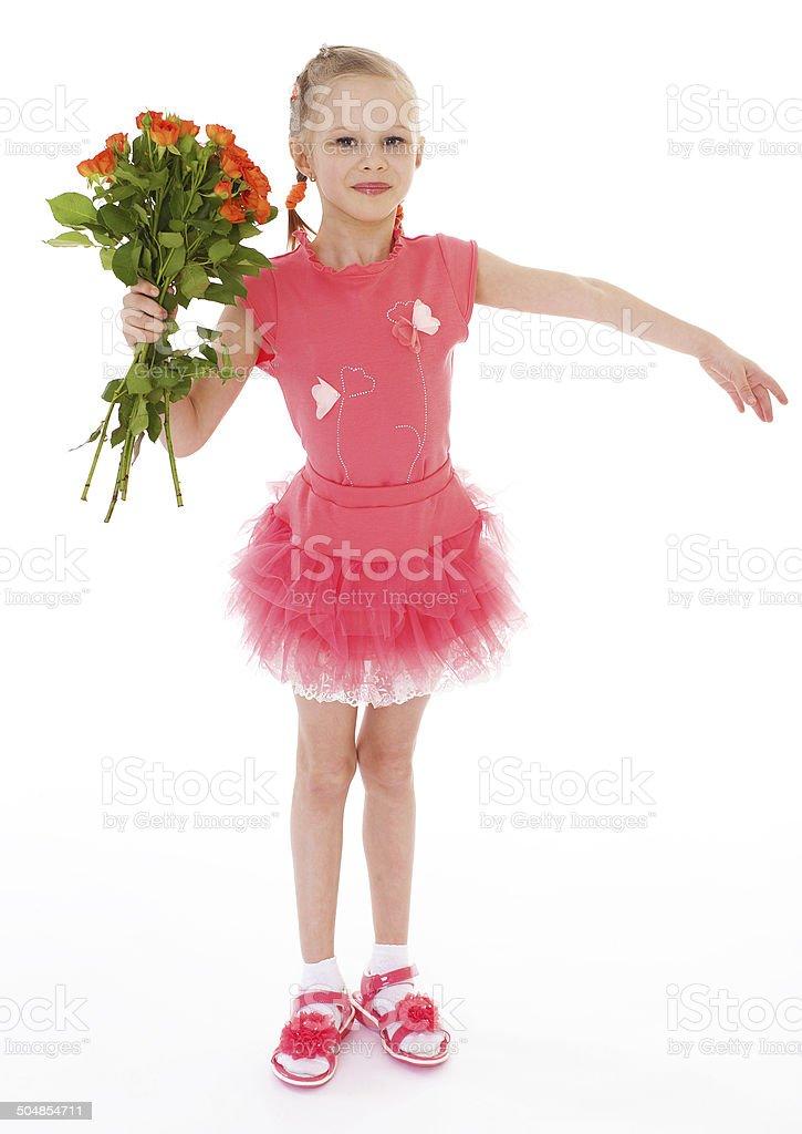 Fillette heureuse avec rose rouge vêtements photo libre de droits