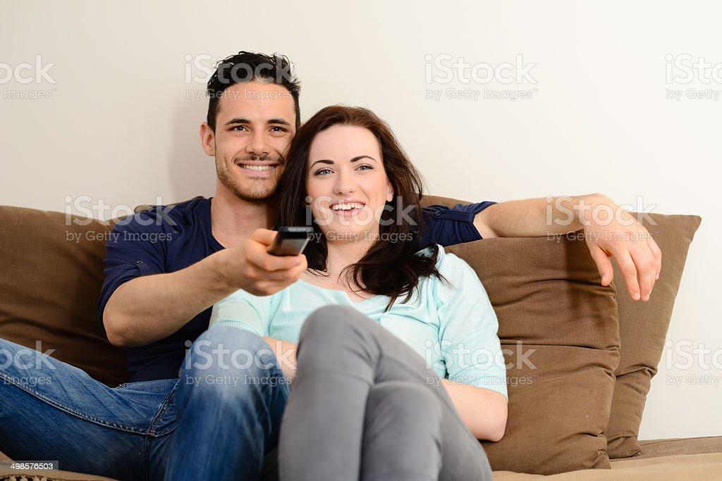 Парочка на белом диване фото 55-563