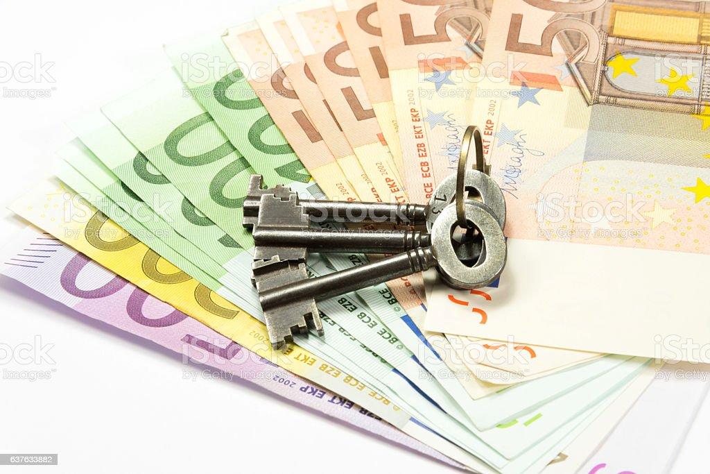 Hauschlüssel und Geld stock photo