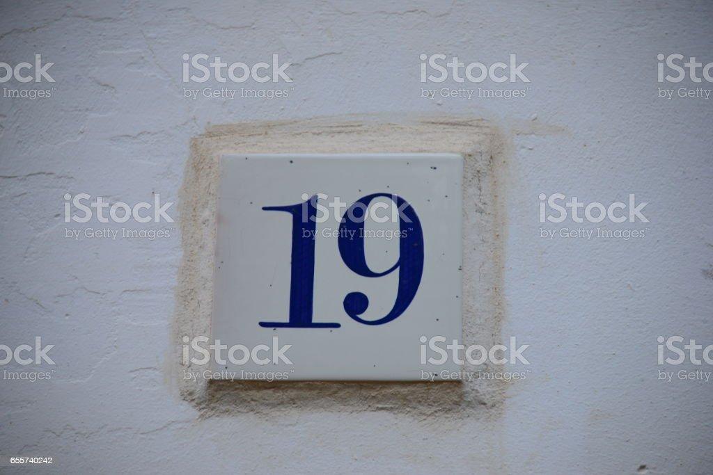 Hausfassaden in Spanien, Hausnummer 19 stock photo