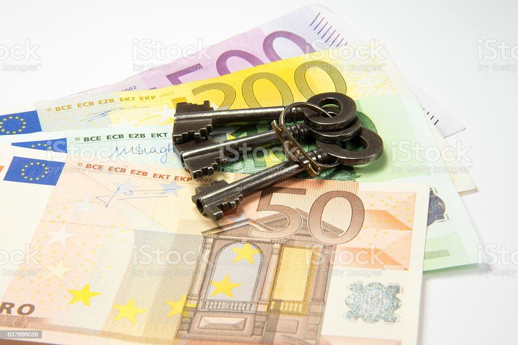 Hausschlüssel und Geld stock photo