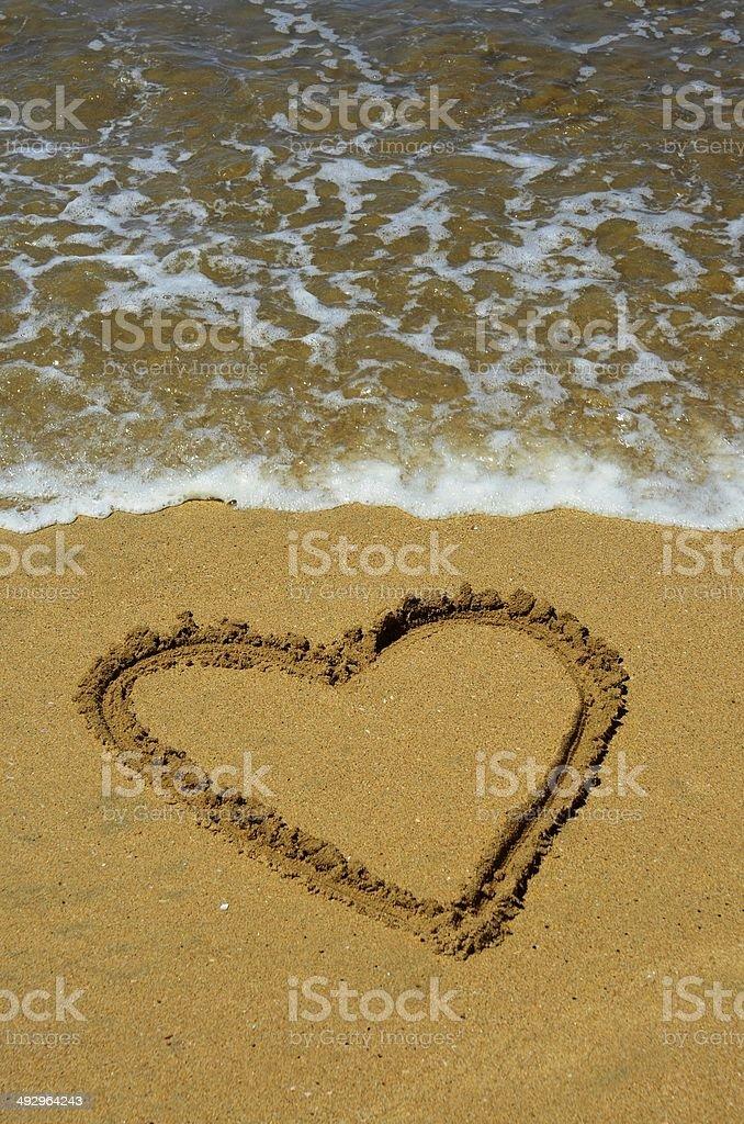 Сердце, песок и волна Стоковые фото Стоковая фотография