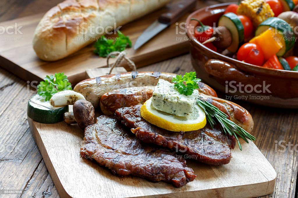 deftige Grillplatte stock photo