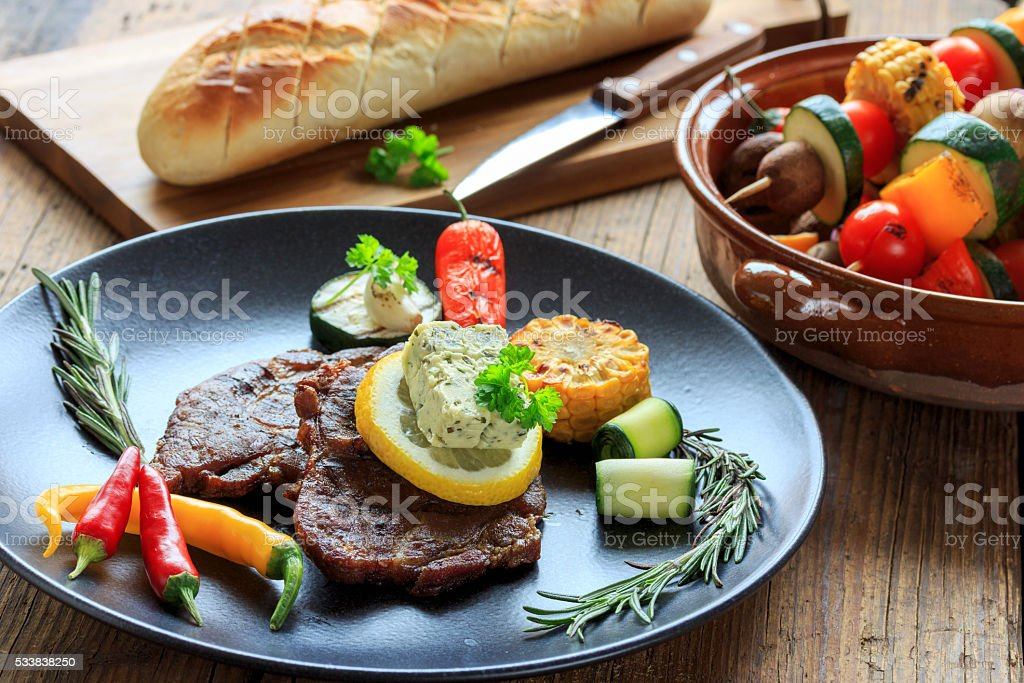 deftige Steaks vom Grill stock photo