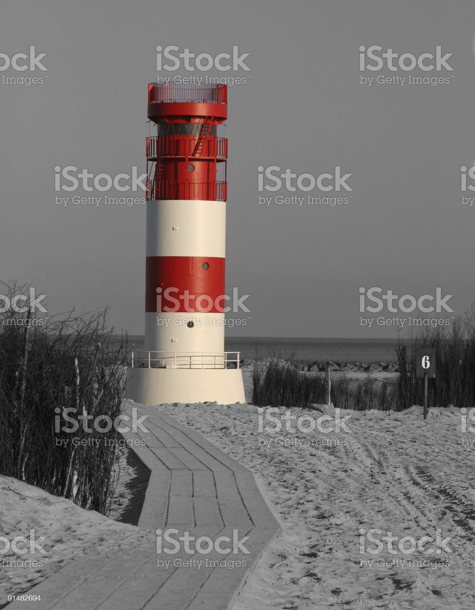 Helgoland D?ne - Leuchtturm farbig isoliert in schwarz-weiss royalty-free stock photo