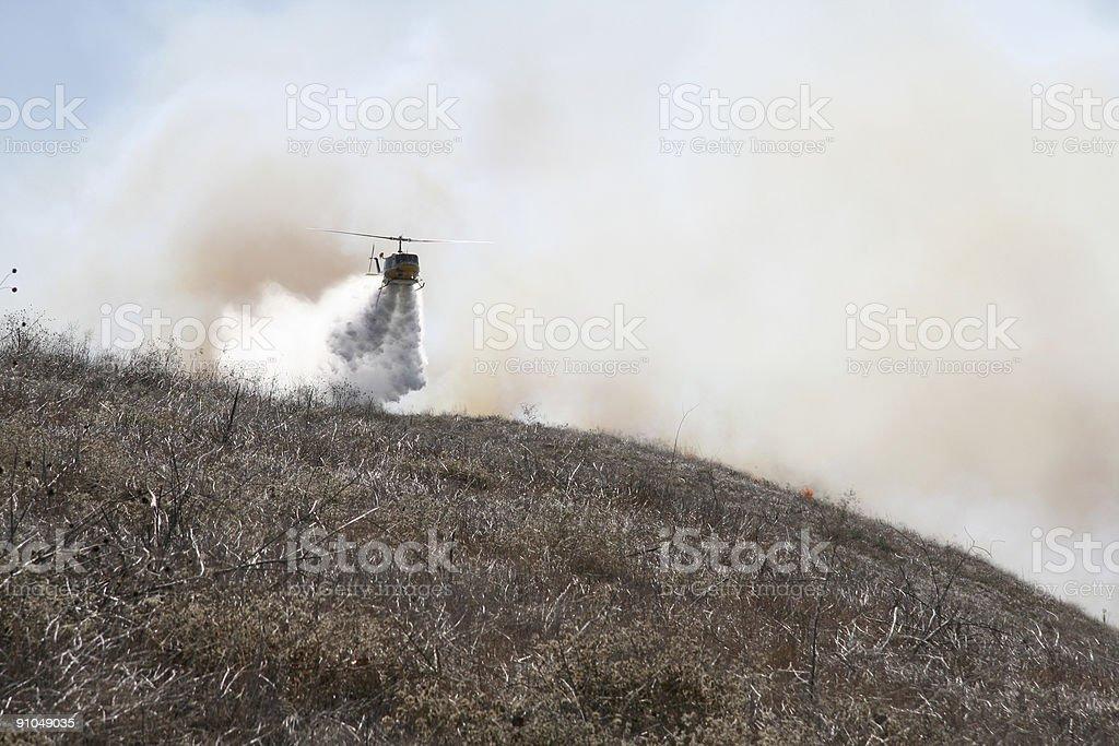 Helicóptero y cepillo de incendios foto de stock libre de derechos