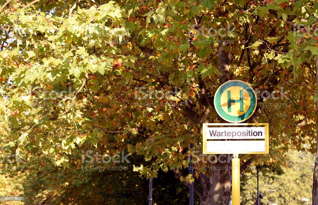 Herbstlaub - Bushaltestelle stock photo