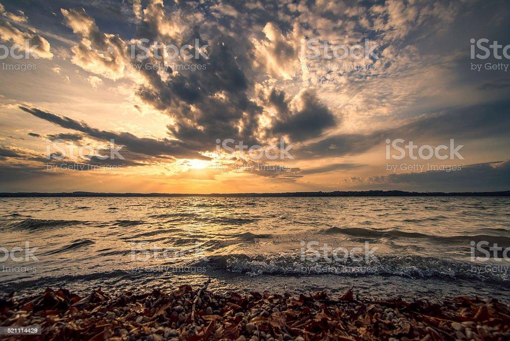 Herbstlicher Sonnenuntergang am See stock photo
