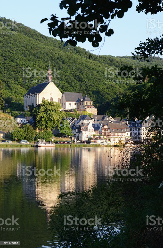 Hiking path along the mosel river next to village Beilstein stock photo