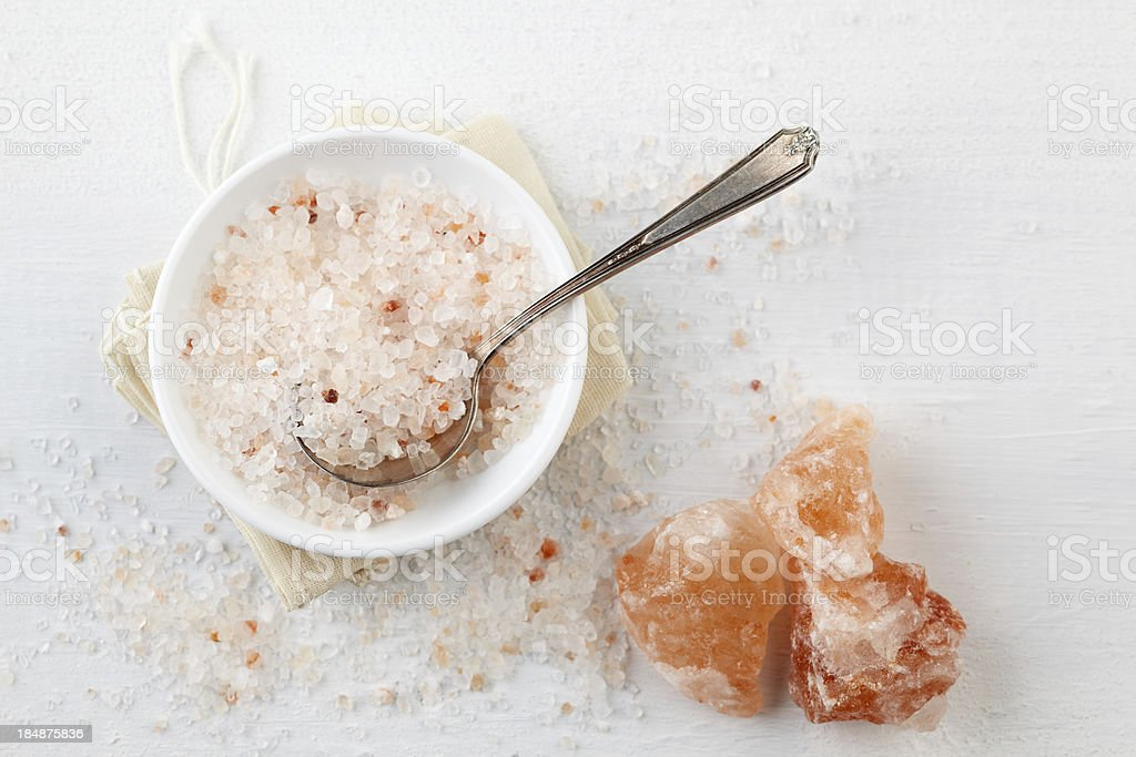 Himalayan Pink Rock Salt in bowl on table stock photo