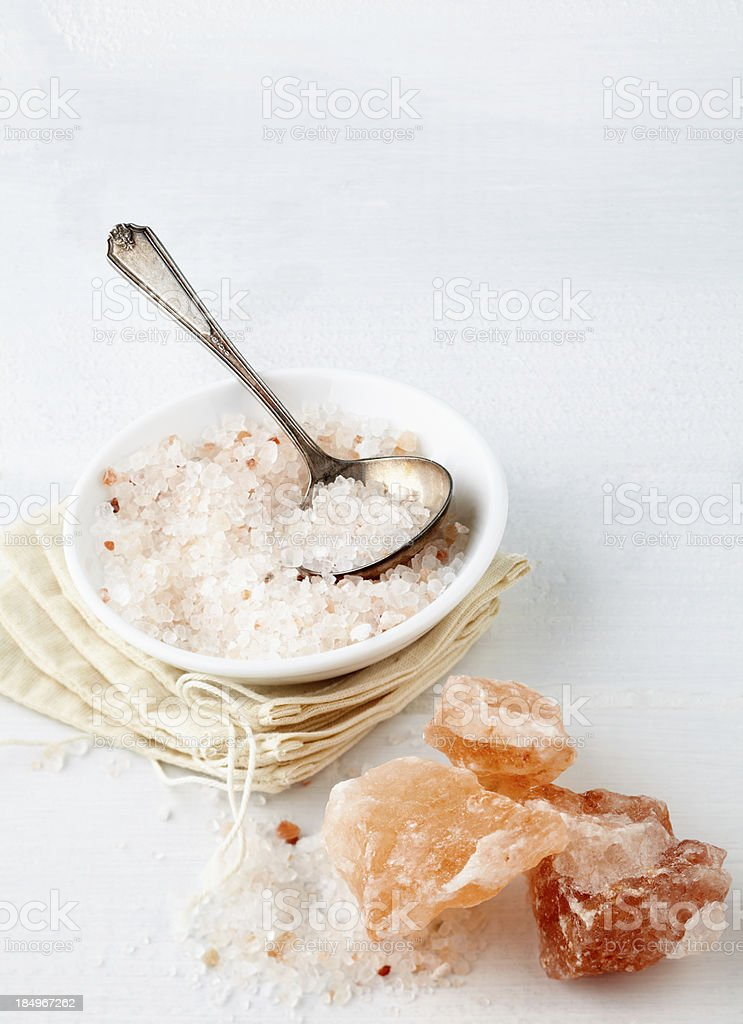 Himalayan Pink Rock Salt in bowl on table stock photo