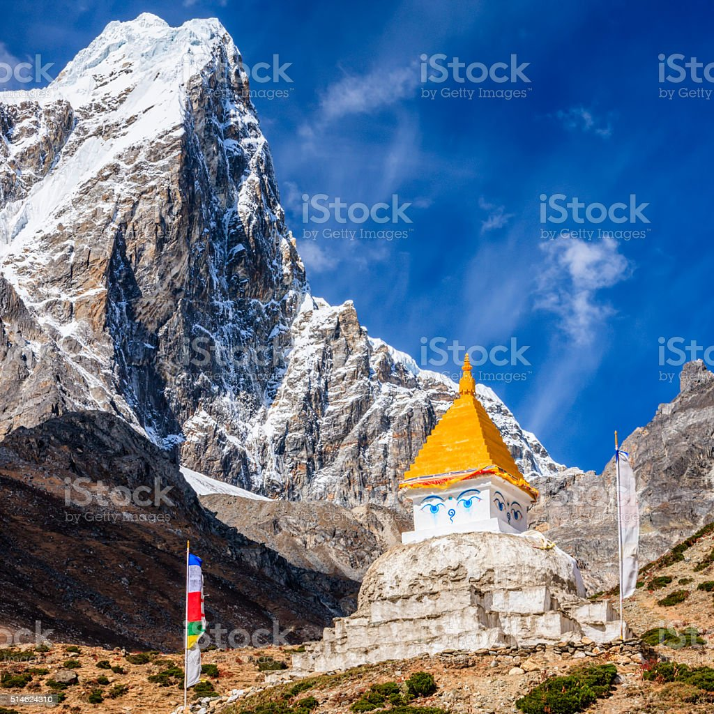 Himalaya's landscape - lonely stupa on the trail to Everest stock photo