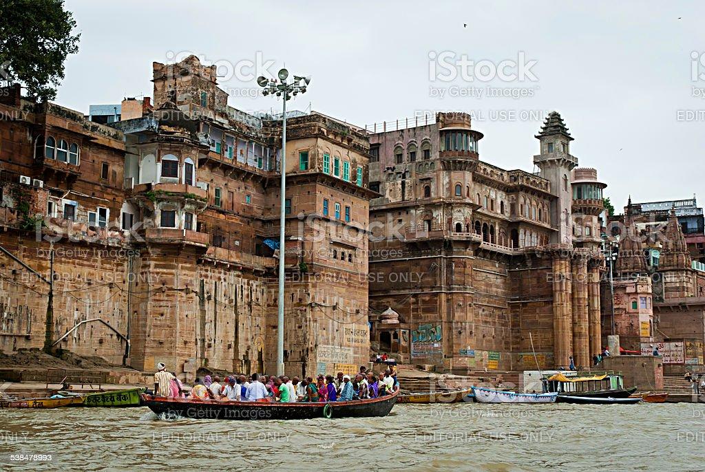 Hindu personnes dans un bateau, Varanasi, Inde. photo libre de droits