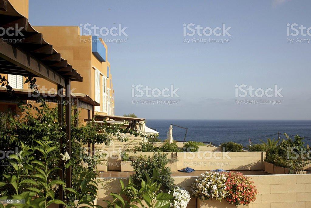 Casa de férias com vista sobre o mar Mediterrâneo foto de stock royalty-free