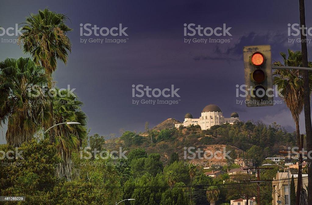 Hollywood Observatorio dome y luz roja - foto de stock