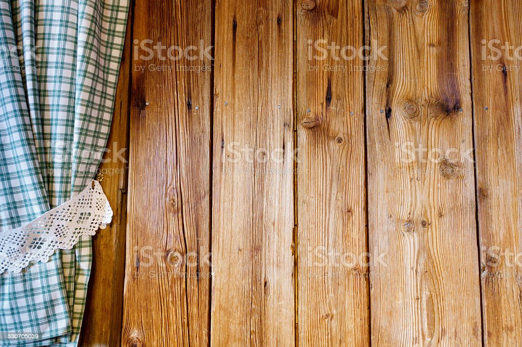 Holzwand mit Vorhang stock photo