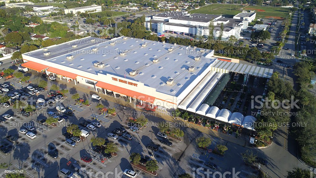 Home Depot Hardware Store stock photo 639424742   iStock