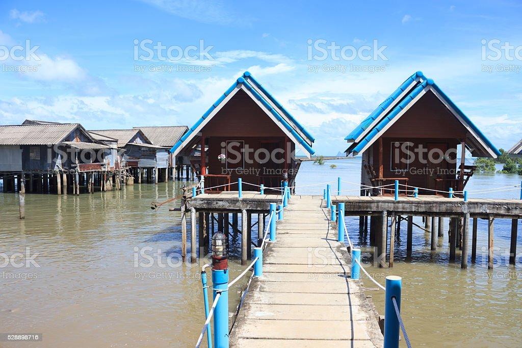 Дом пребывания Встаньте на море в рыбацкий поселок Стоковые фото Стоковая фотография