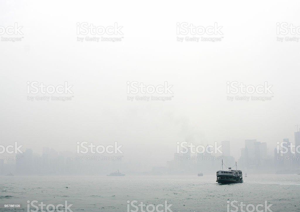 Hong Kong en la niebla foto de stock libre de derechos