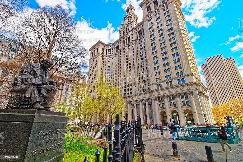Horace Greeley Statue and Manhattan Municipal Building stock photo