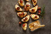 hors doeuvres with baked camembert, grapes and honey on grey