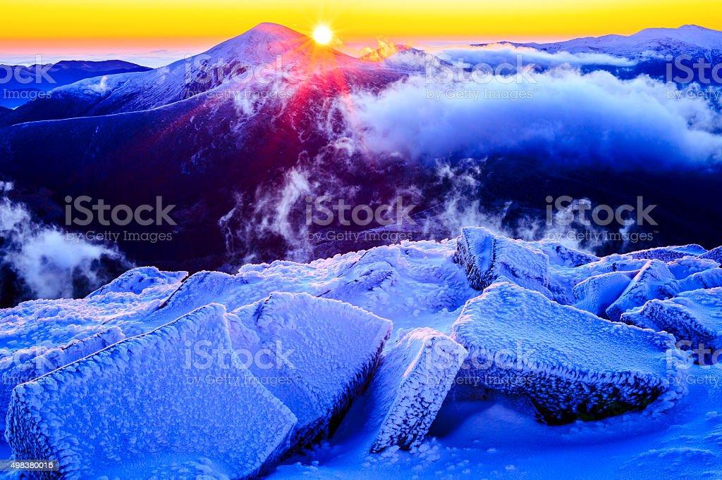 Hoverla Mont sur sunrise (2061 mètres carrés photo libre de droits