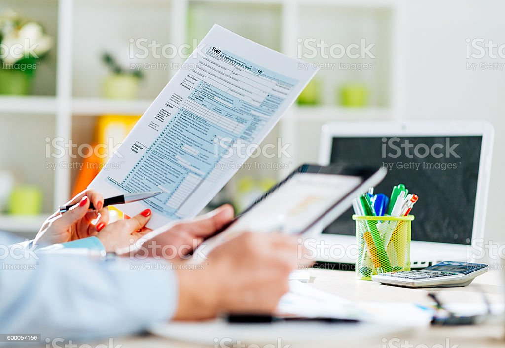 How to fill out 1040 US tax form stock photo